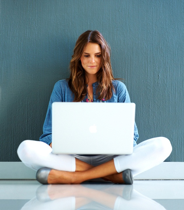 woman-with-laptop